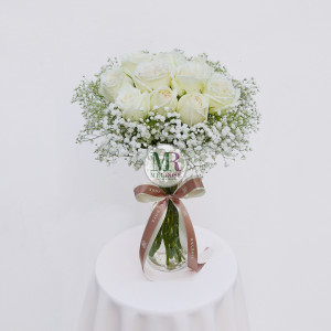 Romantic White Rose Vase