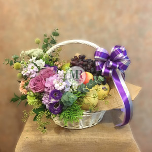 กระเช้าผลไม้และดอกไม้ Fruit Basket