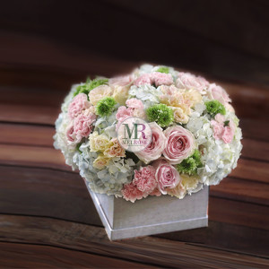 Wonderful Pastle Flowers Box